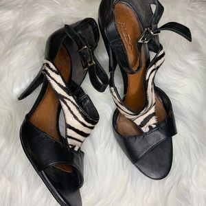 Leather heels with zebra print